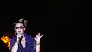 En el concierto se hizo un recorrido por todo su repertorio de una forma íntima y conectando con el público. Estuvo acompañada por la guitarra de Raúl Rodríguez y el piano de Jesús Lavilla.  Foto: Vanessa Perez