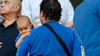 Dedicatoria especial en la parte trasera de la camiseta azulina  Foto: Juan Carlos Toro