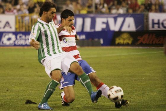 El Betis consiguió el éxito en los penaltis tras empatar a dos goles con el Granada.  Foto: Miguel Rodríguez