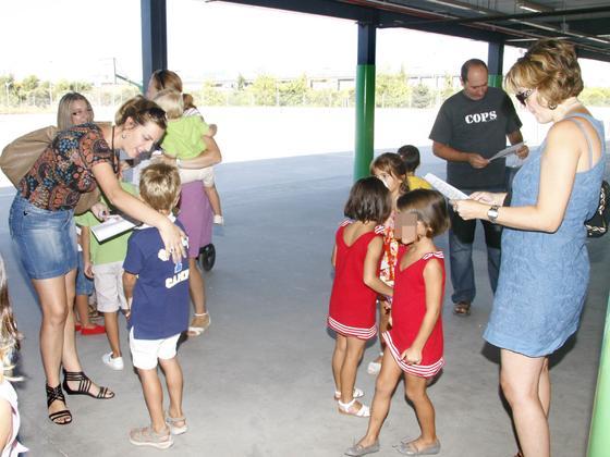 Imágenes del inicio del curso en el colegio Nuevo Bermejales.  Foto: Juan Carlos  Vázquez