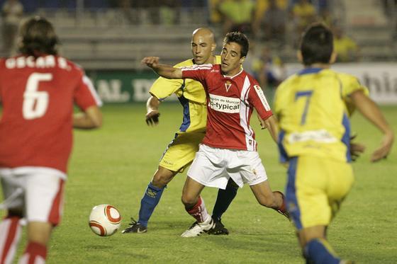 Álvaro Jurado acabó lesionado y dejó su lugar a David González.   Foto: Jesus Marin