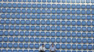 Raúl Procopio y Chico Linares, en la soledad de la grada.   Foto: Jesus Marin