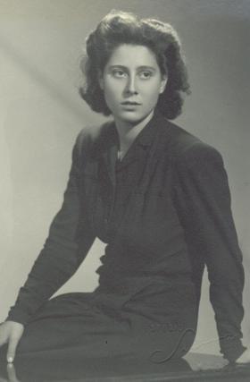 Imagen de Mª Isabel con 17 años.
