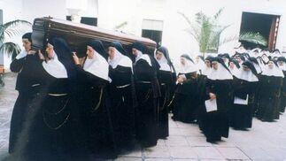 2 de noviembre de 1998, entierro de Madre María de la Purísima.