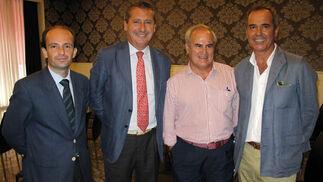 Curro Romero y Jesús Maza (director general), ambos de Konecta Consultoría, con los ganaderos Fernando Sampedro y Jerónimo Astolfi.  Foto: Victoria Ramírez