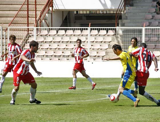 El Cádiz vence por un tanto a tres al Almería B en el Juan Rojas lo que le permite distanciarse de sus perseguidores al frente de la tabla clasificatoria  Foto: Rafael Gonzalez