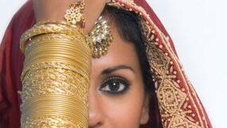 La coreógrafa, cantante y presentadora de tv, Mistri, protagoniza el espectáculo 'Sueños de Bollywood'.