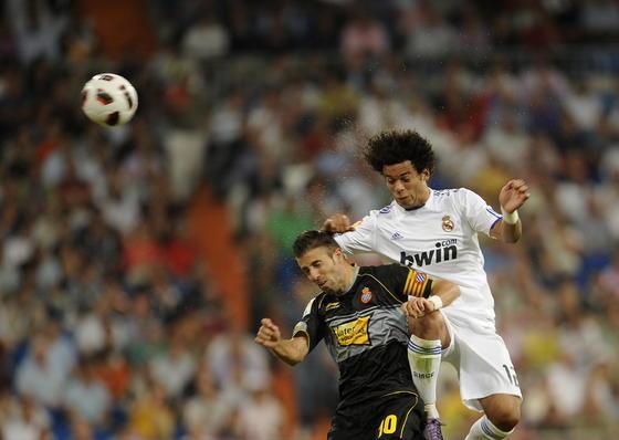 El Real Madrid gana al Espanyol en el Bernabéu. / AFP