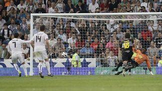 El Real Madrid gana al Espanyol en el Bernabéu. / Reuters