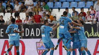 Los jugadores del Levante celebran su gol. / EFE