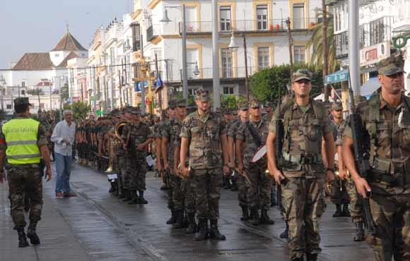 Militares y vehículos de la Armada realizaron un ensayo previo del desfile que protagonizarán el 24-S  Foto: Rioja