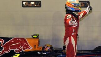 Fernando Alonso se acerca al liderato del Mundial tras ganar el Gran Premio de Singapur. /AFP