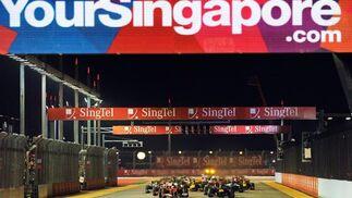 Fernando Alonso se acerca al liderato del Mundial tras ganar el Gran Premio de Singapur. / AFP