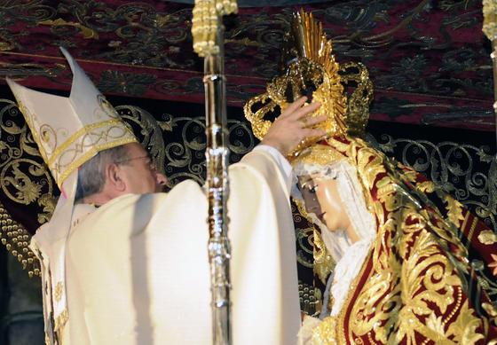 Acto de coronación de la Virgen de Regla, en la Catedral.  Foto: Juan Carlos Vázquez