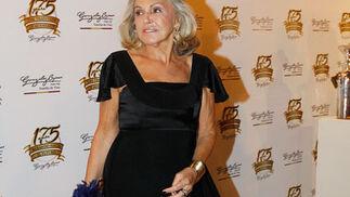 Beatriz de Orleáns posa en el 'photo-call' dispuesto a la entrada del acto.  Foto: Pascual