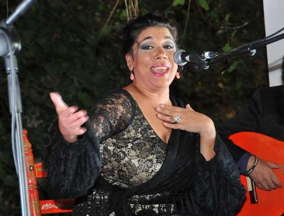 'La Macanita', en su actuación en los jardines de la bodega.  Foto: Pascual