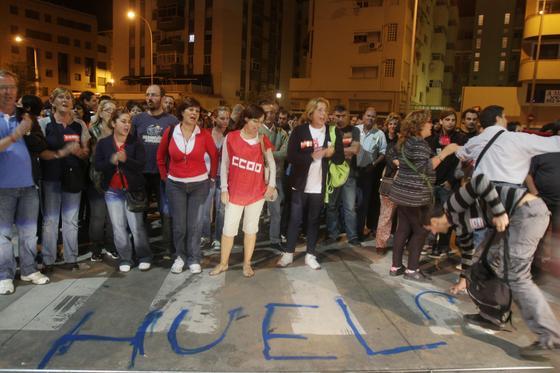 Los piquetes se concentran en la estación de autobuses para impedir su salida.  Foto: Yolanda Montiel