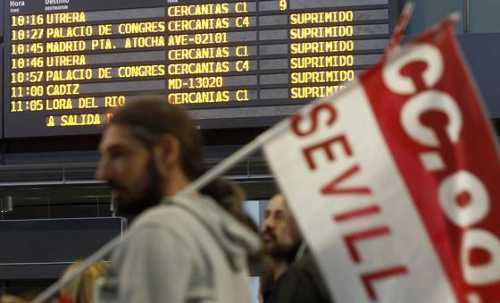 Los trenes también se han visto afectados por la huelga.  Foto: Antonio Pizarro