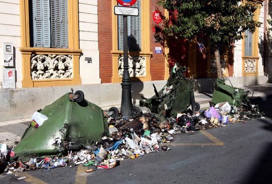 Miles de ciudadanos secundan la huelga general del 29-S en Huelva.  Foto: Espínola · Paqui Segarra
