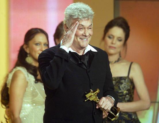 En Berlín, en 2004, con el premio Golden Camera. / AFP