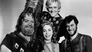 En 1958, con Ernest Borgnine, Janet Leigh y Kirk Douglas en el rodaje de 'Los vikingos', dirigida por Richard Fleischer. / AFP
