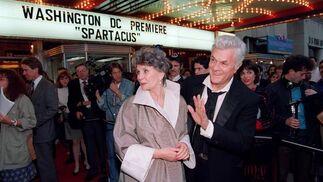 En 1991, con Jean Simmons, en el estreno de la copia restaurada de 'Spartacus'. / AFP