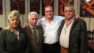 María Dolores Álvarez Caro, y los ganaderos Manuel Aranda Cabrera; Aquilino Moya, y Rafael Ayala, propietario de la Yeguada Ayala (Utrera), Mejor Ganadería Criadora de Sicab 2009.  Foto: Victoria Ramírez