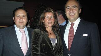 Los ganaderos José Ramón Fernández Villegas, Macarena Lazo e Ignacio Candau.  Foto: Victoria Ramírez