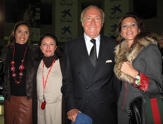 Silvia Peris e Inmaculada Segura (Protocolo Sicab), con Tomás Terry y Piluca Távora.  Foto: Victoria Ramírez