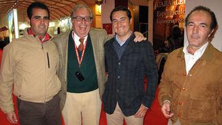 El jinete Emilio Ordóñez; el ganadero Salvador Sánchez-Barbudo, el rejoneador David Vázquez, y Alfonso Ruiz Sánchez-Ibargüen, profesor de la Real Escuela de Arte Ecuestre.  Foto: Victoria Ramírez