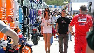 Pilotos y aficionados se han concentrado hoy en el Circuito de Jerez para asistir a los primeros y segundos entrenamientos libres. Todo está preparado para el próximo domingo, el gran día del Mundial  Foto: Pascual
