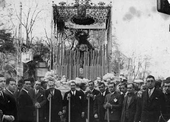 1929. La Virgen del Rosario procesionó por la coronación de la Virgen de la Antigua.
