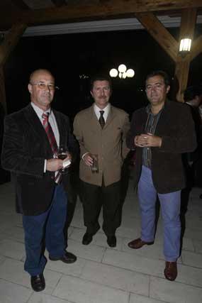JOsé María Verdial, Miguel Manella (Alcalde de Tarifa) y Juan Manuel Vicente, vicepresidente de la Cámara./Fotos:Erasmo Fenoy  Foto: Erasmo Fenoy