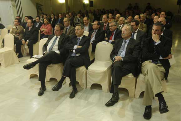 Imagen de los asistentes. En primera fila, Tomás Valiente, Ramón Segura, Manuel Morón y Fernández de Mesa./Fotos:Erasmo Fenoy  Foto: Erasmo Fenoy