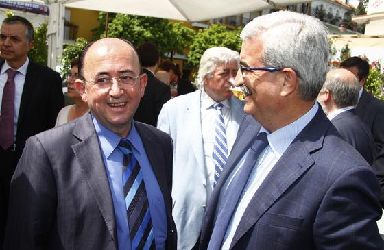 El diputado Rafael Román y Manuel Jiménez Barrios, delegado de la Junta en Cádiz.  Foto: Juan Carlos Vázquez y Victoria Hidalgo