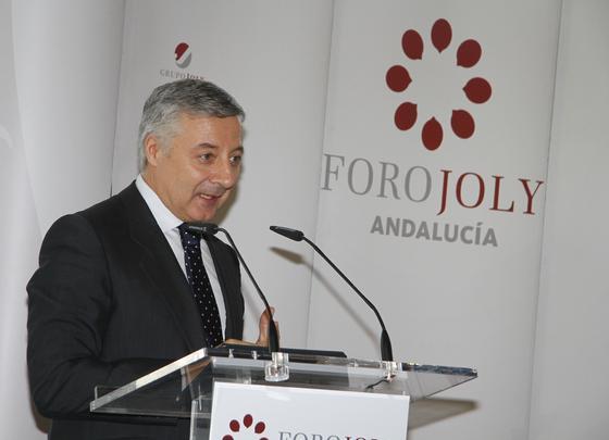 José Blanco, momentos antes de que Susana Díaz comenzase su intervención.  Foto: Juan Carlos Vázquez y Victoria Hidalgo