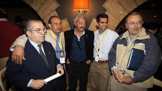 Blanco, Vidal y Escobar, junto al periodista Willy Doña.   Foto: Jesus Marin
