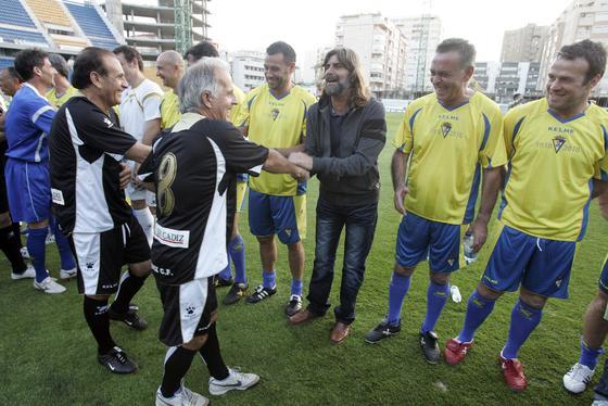 Carvallo saluda a Juan José (vestido de paisano), que está junto a Quevedo, Linares y Chico Segundo.   Foto: Jesus Marin
