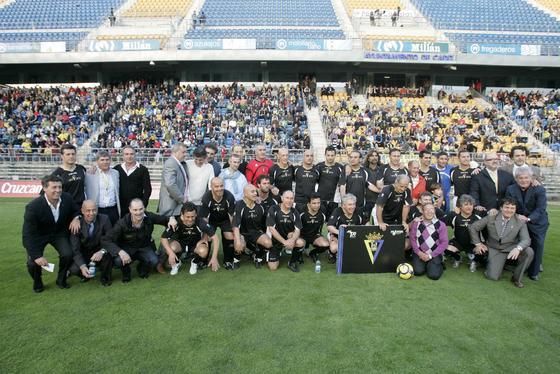 El once de las leyendas, que contó con jugadores como Carvallo, Varela, Kiko o Dertycia.   Foto: Jesus Marin