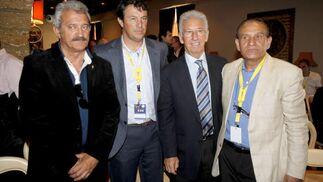Cuatro míticos entrenadores del equipo amarillo: David Vidal, Jose González, Víctor Espárrago y Ramón Blanco.   Foto: Jesus Marin