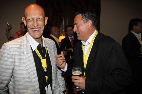 Dertycia sonríe mientras dialoga con Alfonso Cortijo.   Foto: Jesus Marin