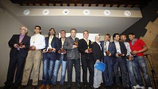 Los diez jugadores con más partidos en la historia del Cádiz fueron homenajeados en la jornada de ayer.  Foto: Jesus Marin