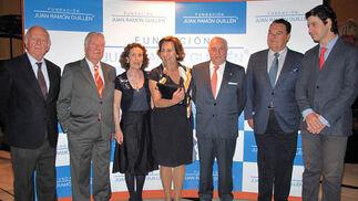 Juan Ramón Guillén con los condes de Peñaflor, José Luis García Palacios y Ángel Camacho.  Foto: Victoria Ramírez