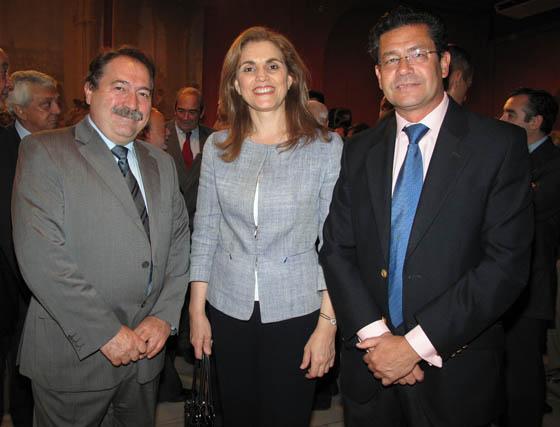 Francisco Polonio, director de España en la web TV; María José Uruñuela, directora gerente de EUSA, y Rafael Domínguez, director general de la Asociación Sevillana de Empresas Turísticas.  Foto: Victoria Ramírez