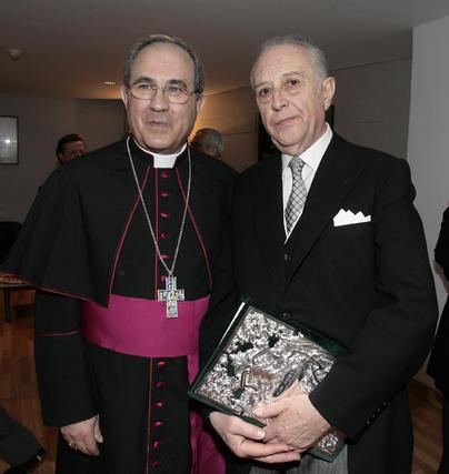 Cano-Romero junto al arzobispo antes del pregón.  Foto: Juan Carlos Munoz