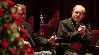 Monteseirín junto al arzobispo durante el pregón.  Foto: Juan Carlos Munoz