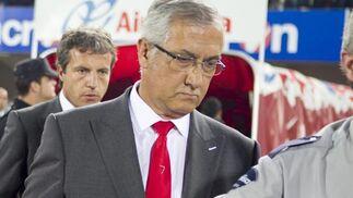 Manzano con gesto serio al final del partido  Foto: efe