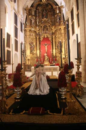 El Cristo de la Caridad en su besapiés.  Foto: A.S.Carrasco