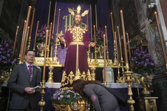 El Cristo de la Redención en su besapiés.  Foto: A.S.Carrasco