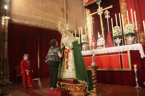 La Virgen de la Aurora en su besamanos.  Foto: A.S.Carrasco